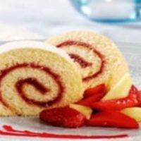 biscuit léger roulé au coulis de fruits rouges