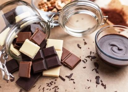 chocolats noir lait et blanc fondu