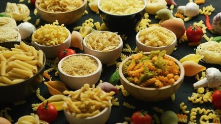 variété de pâtes avec macaronis